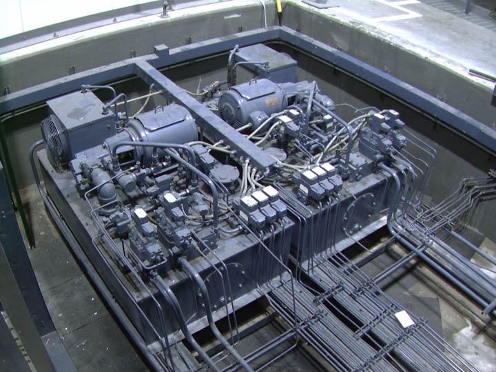 L-M HOT SIZE PRESSES 022